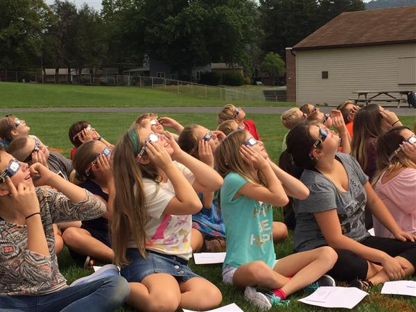 Middle School students watch the solar eclipse on 8/21/17